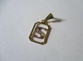 Lettera S con zirconi