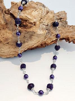Halskette  in violett mit Ringli und Perlen