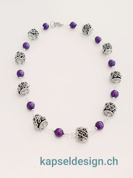 Halskette mit Zwischenteilen und Ringe