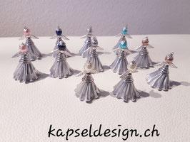 Engel aus silbernen Kaffeekapseln