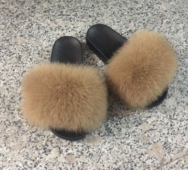 Fox Fur Slides in Natur