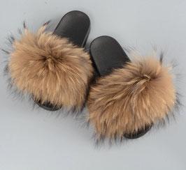 Raccoon Fur Slides in Natur