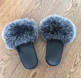 Fox Fur Slides in Schwarz/Grau MIX