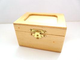 Holzdose mit Passepartout-Ausschnitt