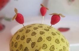 Stecknadel Erdbeere