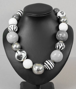 Kette mit hohlen Perlen grau/silber