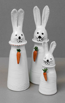 Hase mit Karottenkette