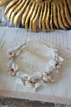 Süßes antikes Blumenkränzchen Frankreich
