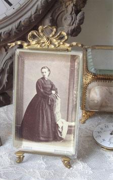 Antiker kleiner Bilderrahmen mit Bekrönung 1890