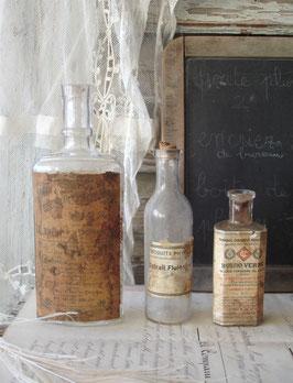 Drei antike Apothekerflaschen 1900