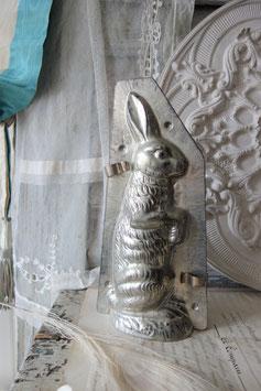 Große alte Schokoladenform Osterhase aus Metall