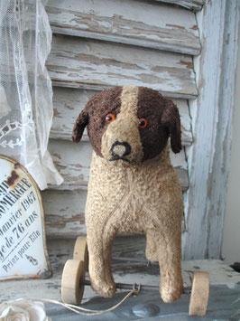Altes Stofftier auf Rädern Hund um 1930