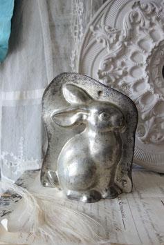 Große alte Schokoladenform Hase aus Metall