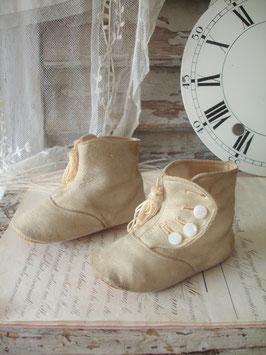 Süße antike viktorianische Baby Knopfschuhe mit Quasten