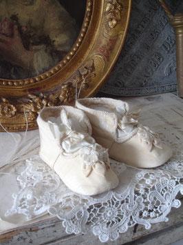 RAR: Zauberhafte antike Baby Seidenschühchen um 1900