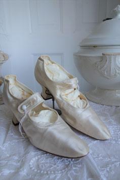 Antike viktorianische Brautschuhe um 1890