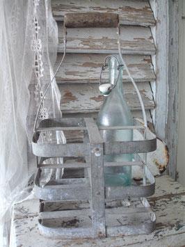 Dekorativer alter Flaschenträger aus Frankreich