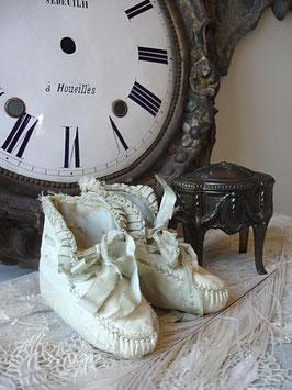 Süße alte Baby Schühchen Leder