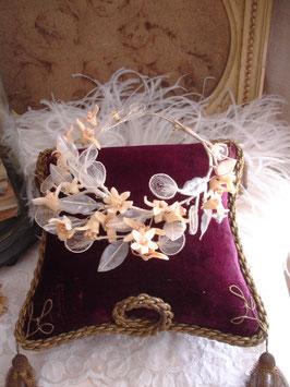 Antiker Brautkranz aus Tüll und Wachsblüten Frankreich um 1900