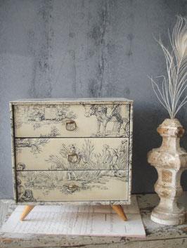 Shabby: Alte Schachtel / Kommode aus Frankreich