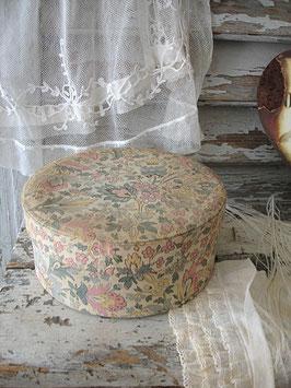 Schöne alte runde Stoffschachtel Frankreich