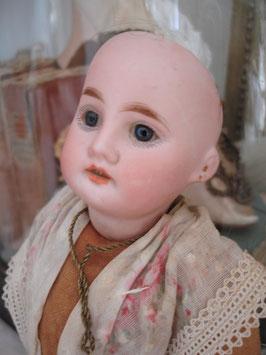 Antike französische Puppe Porzellankopf 1920