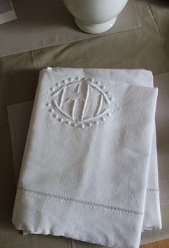 Schönes altes weißes Betttuch mit Monogramm aus Frankreich
