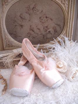 Zertanzte alte Ballettschuhe Tüll (2)