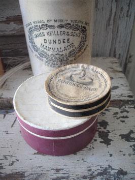 Set dekorativer alter runder Pappschachteln Frankreich