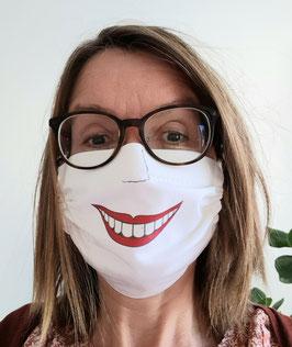Behelfs Mund-und Nasenmaske für mehr Lächeln in dieser Zeit