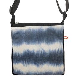 kleine Umhängetasche batik streifen blau weiss