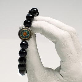 Tibet-Emaile im facettierten Onyx