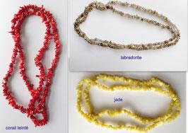 Lot de 3 colliers sautoir ( labradorite , jade , corail teinté )