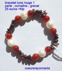 bracelet lune rouge 1 ( perle , cornaline , grenat )