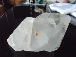 trés beau cristal de roche jumeau avec fantôme de 536 gr
