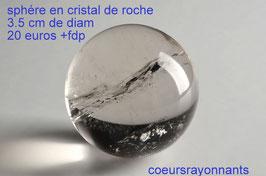 belle sphére en cristal de roche de 3.5 cm de diamétre