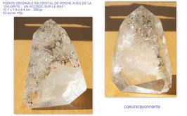 pointe originale en cristal de roche avec de la chlorite , un accroc sur le bas !!