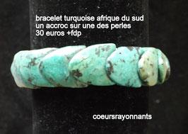 bracelet turquoise d'afrique du sud ( un accroc sur une des perle )