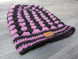 Mütze in den Farben rosa und schwarz