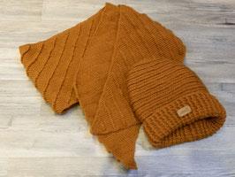 Set aus Mütze und Schal mit feinem Rippenmuster