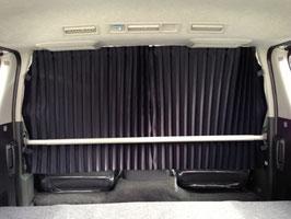 仕切りカーテン(前席と2列目シートの間)