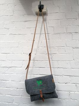 Damenhandtasche zum Umhängen - mit Klappe