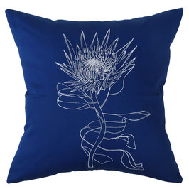 50x50cm Kissen Wildrhubarb - Protea auf blau