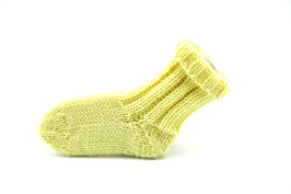 Socken- Handgestrickt Gr: 0-3 Monate  Fb: gelb