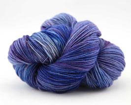 "Sockenwolle- handgefärbt  4fach Tweed  ""Rittersporn"" Fb: lila, blau"