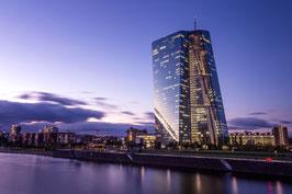EZB bei Dämmerung
