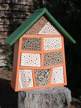 Großes Wildbienenhotel