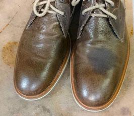 Fleckenentfernung an Schuh
