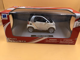 SMART FORTWO BIANCO - NEW RAY 1/24