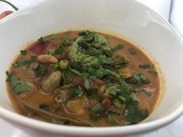 Paprika-Tomaten-Eintopf mit Pistazien-Tapenade und kroatischen Krautsalat